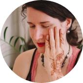 Marie Anna Jašková lektorka malování hennou. Ukáže nám, jak malovat hennou a jak využít její potenciál v bodyartu.