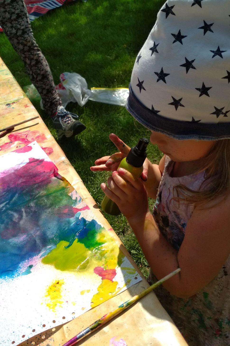 malování na textil webinář 5 výtvarných technik a 10 tipů jak malovat nejen na triko s lektorkou arteterapie radkou rubešovou