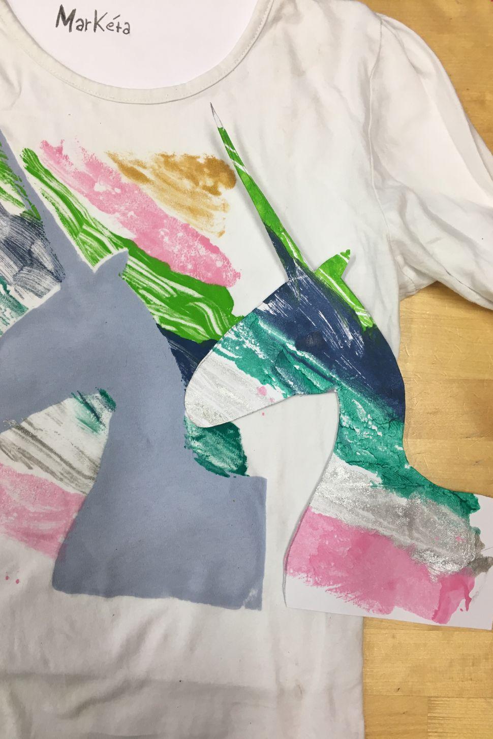 online workshop malujeme nejen na tričkomalování na textil webinář 5 výtvarných technik a 10 tipů jak malovat nejen na triko s lektorkou arteterapie radkou rubešovou